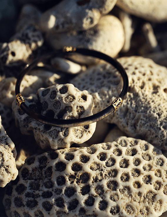 Jonc Pata Pata en corne de zébu de Madagascar - La Divini © Cécile Chabert