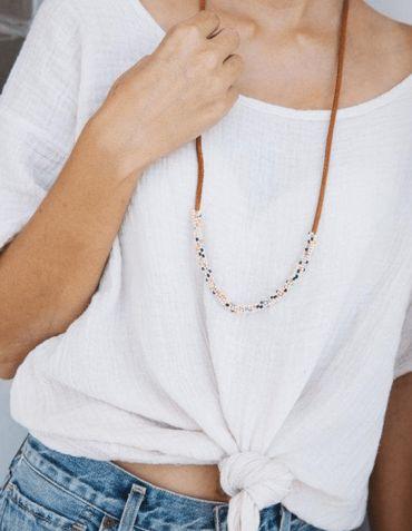 Collier Milot - Perles de verre sur cordon en cuir