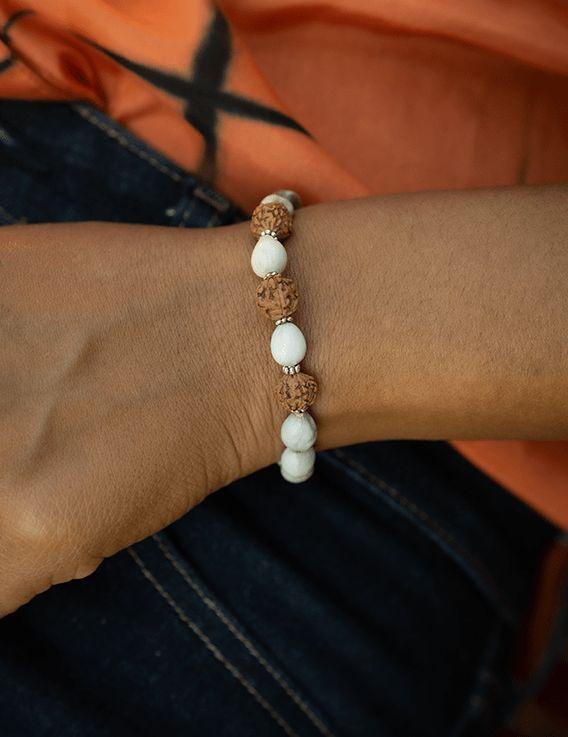 Bracelet caribéen Story & Myth - Nacres Végétales et Perles de Rudrashka © Christine Picard