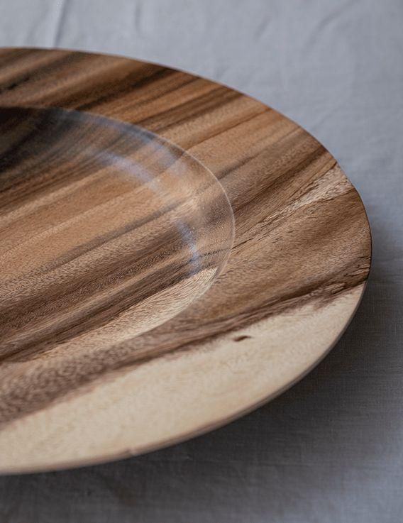 Pièce unique plat en bois de saman - D. Grandisson © Christine Picard
