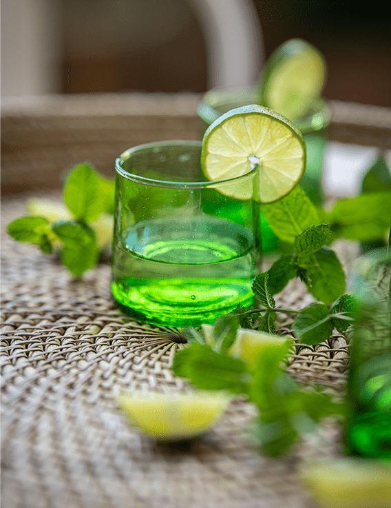 Verre à eau Beldi- verre recyclé vert Madam Stoltz © Christine Picard