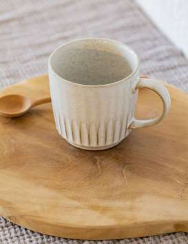 Mug en grès blanc cassé Madam Stoltz
