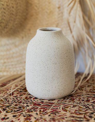 Petit vase en grès blanc cassé et texturé Madam Stoltz