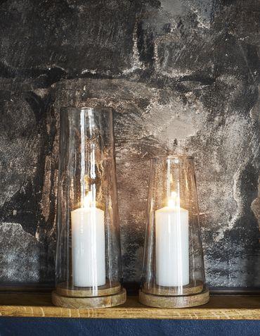 Photophore Hurricane en verre, base en bois de manguier - moyen format © Madam Stoltz