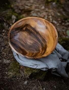 Pièce unique plat en bois de Saman © Christine Picard